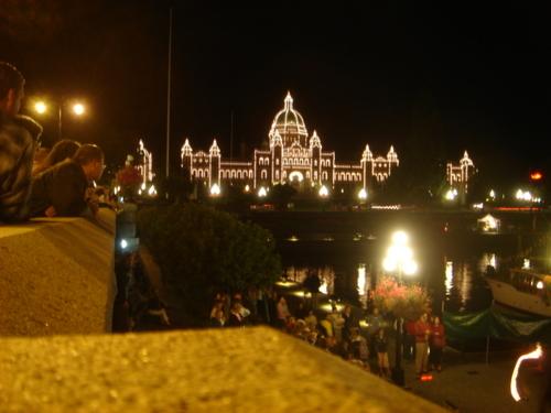 夜の州議事堂